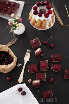 Fräulein Klein : Aus meinem Garten: Kirsch-Joghurt-Kuchen und Kirsch-Pralinen-Tarte mit dreierlei Schokolade