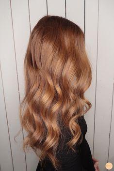 Warm hair color with caramel tone Hot hair color with caramel tone . Ginger Hair Color, Strawberry Blonde Hair Color, Ginger Brown Hair, Strawberry Brown Hair, Hair Color Auburn, Brown Blonde Hair, Aesthetic Hair, Balayage Hair, Gorgeous Hair