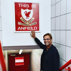 Jürgen Klopp touches the 'This is Anfield' sign for the first time as Liverpool manager Anfield Liverpool, Liverpool Champions, Liverpool Fans, Liverpool Home, Liverpool Football Club, Liverpool History, Liverpool Players, Liverpool Tattoo, Arquitetura