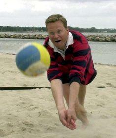 Sportlich und spaßaffin: Guido Westerwelle, damals Generalsekretär der FDP, im Jahr 2000 beim Beachvolleyball