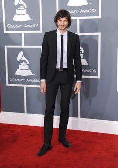 Gotye con un sobrio traje en los Premios Grammy 2013 #cantantes #singers #people #celebrities