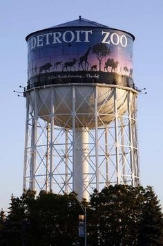 Detroit Zoo water tower in 2008.