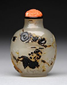 Agate snuff bottle carved with a Qilin. Official School, 1760-1850. 5 cm tall without stopper.