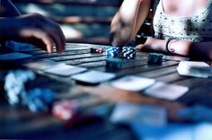 Iniziazione al poker da un club di esperti bleffatori, ma tanto io non sono capace di fare quelle facce indifferenti :) (canon ae-1 analogica, hai dei colori splendidi, perdona lo scanner perchè non sa quello che fa)  Ah dimenticavo. 50 mm i love you The planet most complete on-line casino. - http://www.playdoit.com/