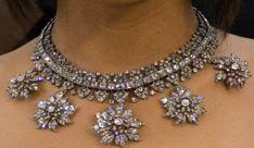 https://images.jewelry.com/2009-02-jn-fred-leighton-tariji-henson.jpg