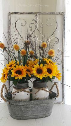 Beautiful DIY Rustic Decoration Ideas for Fall Sunflower Mason Jar Centerpieces. Paint two mason jars in white and lightly distressed and decorated with felt sunflowers with twine tied around the rim of the jar, then put them in a an old bucket. Decoration Shabby, Shabby Chic Decor, Rustic Decor, Farmhouse Decor, Beautiful Decoration, Rustic Style, Country Chic, Farmhouse Style, Country Fall