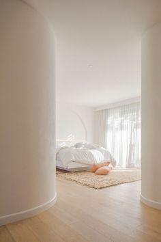 Bedroom Door Design, Bedroom Doors, Bedroom Wall, Master Bedroom, Bedroom Designs, Bedroom Ideas, Palm Springs, Interior Natural, Interior Architecture