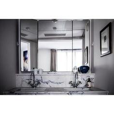Project le pigalle Pigalle  #lepigalle #marble #festenarchitecture #mirror #bathroom #parisian #paris #interiordesign #hotel photo by @benoit_linero best team with @antoinericardou @virginie_boulenger @rosie_larue from @bepoles