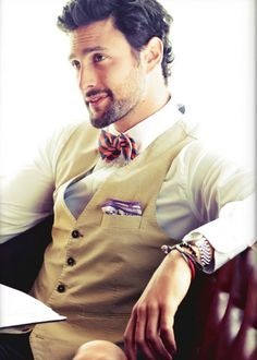 not technically 'MY' style. but i love a man that knows how to dress. so manly and classy. Bow tie and vest for men Sharp Dressed Man, Well Dressed Men, Gentleman Mode, Gentleman Style, Dapper Gentleman, Modern Gentleman, Dapper Men, Mode Masculine, Look Fashion