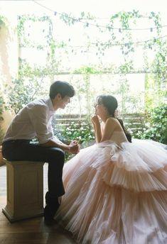 Pre Wedding Poses, Pre Wedding Photoshoot, Wedding Pics, Wedding Couples, Korean Wedding Photography, Couple Photography Poses, Korean Couple Photoshoot, Ulzzang Korea, Confident