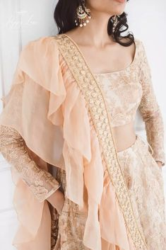 Luxurious Rose Gold Lehenga Love this rose gold peach lehenga with full sleeves lehenga blouse desig Indian Designer Outfits, Indian Outfits, Designer Dresses, Designer Lehanga, Indian Wedding Outfits, Indian Attire, Gold Lehenga, Indian Lehenga, Floral Lehenga