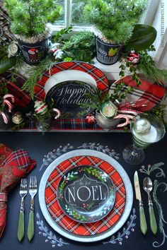 Plaid Tidings Christmas Table with fresh greenery, vintage ornaments and chalkboard runner Tartan Christmas, Plaid Christmas, Country Christmas, All Things Christmas, Christmas Home, Christmas Holidays, Christmas Crafts, Christmas Recipes, Christmas Mantles