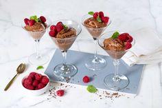Sjokolademousse er en populær dessert som er enkel å lage. Denne oppskriften er helt uten egg.