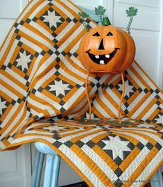Moose Bay Muses: One More November Finish Star Quilts, Scrappy Quilts, Mini Quilts, Quilt Blocks, Halloween Quilt Patterns, Halloween Quilts, Quilting Projects, Quilting Designs, Sewing Projects