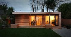 """This is a """"Granny Annex"""" in Kent, England, fabricated by in.studios in eight weeks.studios fashioned the backyard prefab with a well-insulated envelope, Canadian Western Red Cedar cladding, a """"zero maintenance"""" living Cedar Cladding, Cedar Siding, Casas Containers, Living Roofs, Granny Flat, Large Granny, Garden Buildings, Garden Houses, Garden Office"""