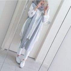 white and blue hijab outfit ideas Modern Hijab Fashion, Islamic Fashion, Muslim Fashion, Modest Fashion, Hijab Style, Hijab Chic, Abaya Style, Casual Hijab Outfit, Casual Outfits