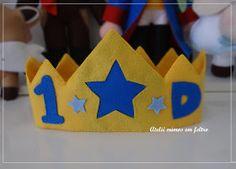 Para enfeitar  a  mesa do bolo  do pequeno Davi,  que fará 1 ano agora em Agosto!      Só se vê bem com o coração!  O essencial é inv...