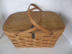 VINTAGE+RATTAN/WICKER+PICNIC+BASKET++WITH+HANDLES+WITH+WOOD+LID+AND+HANDLES+
