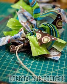 Rag Garland, going to do this for all occasions! So easy, cheap and cute! Rag Garland, Fabric Garland, Rag Wreaths, Crafts To Make, Crafts For Kids, Diy Crafts, Rag Quilt, Quilts, Puppy Party