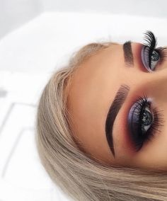 Those eyes always leave us hypnotized  @georgiaharbridge slays us all day everyday. She went for the 35O2 to warm up that cool toned cut-crease. Set your alarms #MorpheBabes!  Available Online & In-Store 8 AM PST. ✨