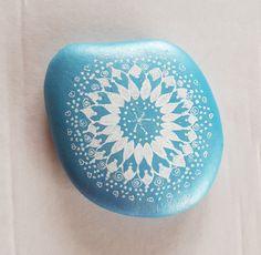 """blauer Stein """"Mandala"""" - Geschenk Geburtstag - Geschenk Hochzeit - Dekoration - Deko von StoneArt2015 auf Etsy"""