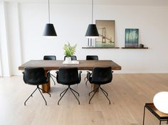 Perfect dining room setting: Primum Chair and plank table from by Løth. Pictures from Z-Huset in Aarhus.  #spisestue #spisestuestol #plankebord