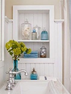 Small Bathroom Makeover Ideas: from Common to Beautiful - Best Home Remodel Budget Remodel, Small Bathroom Decor, Bathroom Decor, Bathroom Storage Solutions, Small Bathroom Remodel, Bathrooms Remodel, Bathroom Makeover, Rustic Bathroom Vanities, Bathroom Vanity Remodel