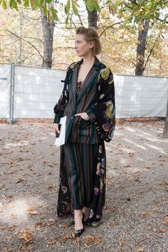 Pin for Later: Et Voilà! Over 160 of the Most Stunning Paris Street Style Photos Paris Fashion Week Street Style