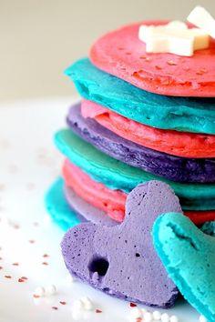 How to make rainbow pancakes! We tried it and my kids LOVE these Pancake Mix Uses, Pancake Day, Rainbow Pancakes, Pancakes And Waffles, Protein Pancakes, Breakfast Pancakes, Yummy Treats, Sweet Treats, Yummy Food