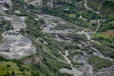 Deprimente escena minera sobre el río Téllez en Funes, Colombia.