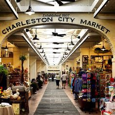 The historic City Market in Charleston, S., is one of the oldest public markets in the U. Amazing place to buy authentic souvenirs like sweetgrass baskets and benne wafers! It's one of my favorite places to go! Charleston South Carolina, Charleston Caroline Du Sud, Seabrook Island South Carolina, Folly Beach South Carolina, North Carolina, Downtown Charleston Sc, Charleston Beaches, Oh The Places You'll Go, Places To Travel