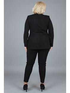 Большой выбор женских пиджаков и жакетов больших размеров в интернет-магазине WildBerries.ru. Бесплатная доставка и постоянные скидки!