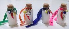 Lembrancinha Garrafinha da Sorte - mini garrafinha de vidro com sal grosso, fitinha do Senhor do Bonfim e pingentes de sorte - REF. LBR17