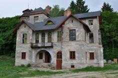 """Pałac """"Dzięki"""" w Wiązownicy Kolonii wzniesiony w latach 1842 -1844 przez carskiego generała i senatora Wasilija Pgodina, według projektu Henryka Marconiego. Obecnie - własność prywatna, w trakcie remontu :)"""