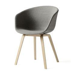 About A Chair von HAY ist eine Stuhl-Kollektion, die sich durch  geradezu auffällige Einfachheit, klare Formgebung, einem ausgeprägtem  Sinn für Details und Ästhetik sowie hohem Sitzkomfort auszeichnet. Aufgrund  dessen fügen sich die Stühle hervorragend in verschiedenste Umgebungen  und Wohnstile ein, gleich ob im privaten oder öffentlichen Raum  eingesetzt.Hier in einer Version mit Vollpolsterung. HAY ist ein dänisches Möbellabel, das von Rolf Hay und der Firma Bestseller gegründet wurde.