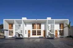 Construído pelo Corsi Hirano Arquitetos na Avaré, Brazil na data 2013. Imagens do Leonardo Finotti. Uma oportunidade de fundar um lugar que se revele como uma extensão da condição urbana na qual se insere, capaz de ex...