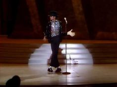 """""""Como ser um gênio? Como ser uma lenda viva? Como ser um mega astro? Michael Jackson é tudo isso .E quando pensamos que já o conhecemos , ele nos surpreende."""" Elizabeth Taylor """"Mi…"""