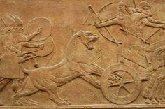 Ortostatos, palacio Kalakh, S. IX a.C. Assurnassirpal cazando un león. Los ortostatos procedían de la tradición Siria y Anatolia del II milenio a.C. Los asirios los adapataron y reinterpretaron para expresar la concepción de realeza universal, complemento perfecto de la arquitectura. Su iconografía reproducía escenas de guerra y caza, el rey como  protagonista sustituyendo a los dioses. Por su envergadura y sus características plásticas constituyeron una verdadera novedad en el arte…