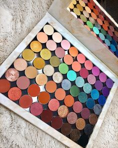 This picture is just GOALS! We are always looking for new eyeshadow looks and tutorials for eye colors. Our calendar will help you stay on top of when the latest makeup eyeshadow palettes are being released! Makeup Goals, Makeup Inspo, Makeup Inspiration, Makeup Tips, Beauty Makeup, Makeup Products, Makeup Geek, Makeup Eyeshadow Palette, Skin Makeup