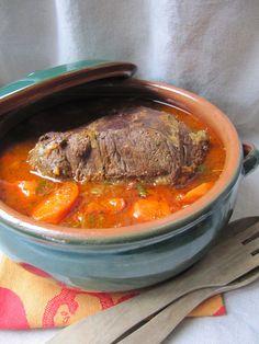Le boeuf braisé est très apprécié à la maison et remporte toujours un franc succès. Rapide à préparer, il suffit de l'oublier pendant qu'il... Budget Meals, Budget Recipes, Pot Roast, Pork, Low Carb, Beef, Dinner, Cooking, Ethnic Recipes