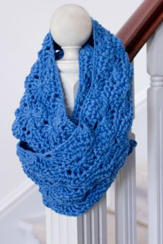 How to make crochet infinity scarf pattern? - Crochet and Knitting Patterns 2019 Crochet Scarves, Crochet Shawl, Crochet Clothes, Knit Crochet, Crochet Baby, Crochet Stitch, Crocheted Scarf, Headband Crochet, Booties Crochet
