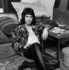 British singer and songwriter Freddie Mercury - lead vocalist of the rock band Queen. British singer and songwriter Freddie Mercury - lead vocalist of the rock band Queen. Queen Freddie Mercury, Freddie Mercury Quotes, Brian May, Hard Rock, The Rock, Roger Taylor, Queen Photos, Queen Pictures, Queen Band