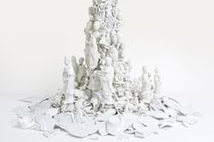 Bouke de Vries, 'Cloud', detail of War & Pieces, 19th & 21st century porcelain and mixed media. Fotografie Tim Higgins