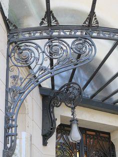 Villa Demoiselle, anciennement Villa Cochet R… Iron Pergola, Metal Pergola, Gazebo, Art Nouveau, House Canopy, Pergola Curtains, Window Canopy, Porch Veranda, Timber Roof