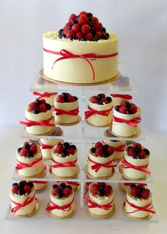 svatební dort z minidortíčků Dessert Bars, Dessert Recipes, Desserts, Wedding Cake Photos, Wedding Cakes, Best Fruit Salad, Cupcake Cakes, Cupcakes, Yummy Cakes