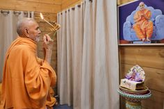 Swamishri performs the evening arti Folded Hands, 30 September, Live Wallpapers, 30th, Two By Two, In This Moment