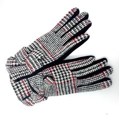 Keep your hands warm and stylish this fall and winter with our classic maroon and white plaid gloves. They are a super fun fashion statement and make the best gift for the fashionista in your life. Best Winter Gloves, Pocket Books, Spirit Wear, White Plaid, Hand Warmers, Fashion Photo, Cool Style, Best Gifts, Purses