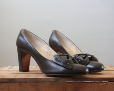 1950's pinup bow pumps