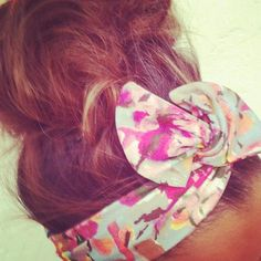 T-totally adorable! Updo's with scarves are so eye appealing, especially when you tie a bow! This would be so cute for spring. Love Hair, Gorgeous Hair, My Hair, Beautiful, Curly Hair Styles, Natural Hair Styles, Wire Headband, Headbands, Dream Hair