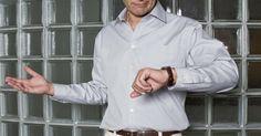 Como saber se o seu G-Shock é falso?. Os relógios G-Shock, projetados e fabricados pela Casio, são ótimos cronometristas que vêm em várias cores, estilos e modelos. Por causa de sua popularidade, a produção de falsificações é generalizada e falsos G-Shock circulam por todos mercados on-line, como o eBay, bem como por vendedores ambulantes e lojas. Para evitar pagar o preço total por ...